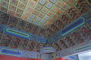 Vue intérieure d'un toit en bois