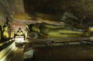 Buddha couché dans les caves du Gold temple