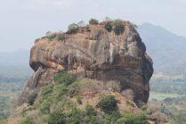 """Vue sur le """"Lion rock"""", depuis le rocher de Pirudangala"""