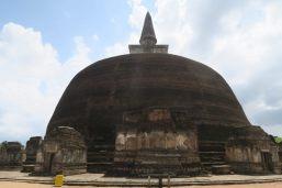 L'énorme Stuppa grise du Rankot Vihara