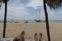 Il faisait tellement chaud que le sable était brulant