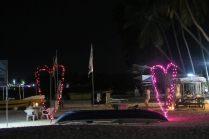 Le soir, la plage s'illumine