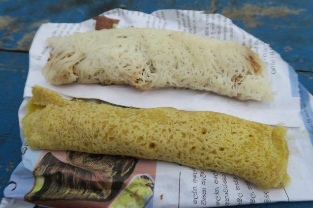 Désserts srilankais : Wellawahum et sring hopper sucré farci d'un mélange de coco et de jaggery.