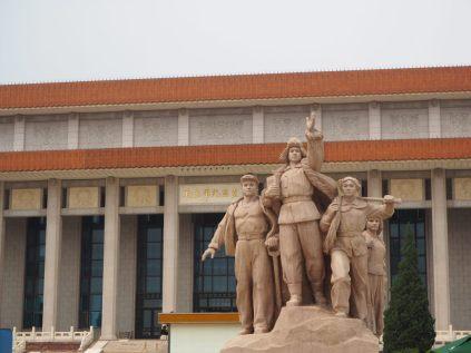 Sculpture à la gloire de la Chine devant le mausolée de Mao