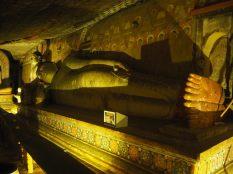 Buddha couché, caves du gold temple