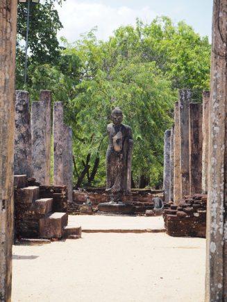 Une statue dans un temple