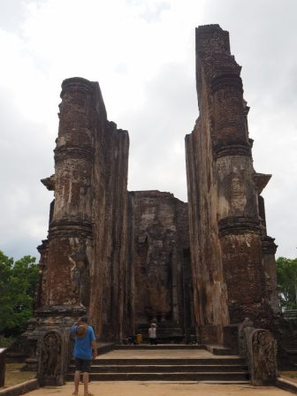 Le Lankatilaka, et son Bouddha impressionnant