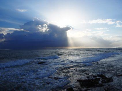 Le soleil derrière les nuages, vue depuis le fort