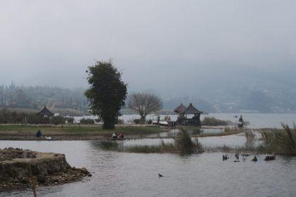 Vue sur le lac depuis le temple