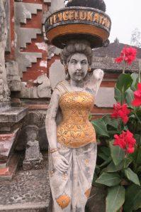 Sculpture au temple du lac Beratan