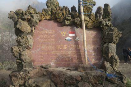 La plaque du Mont Batur