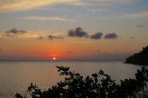 Lever de soleil sur la plage de Jumuluk, Amed