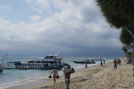 La plage, entre nuages menaçants et mer turquoise