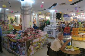 A l'intérieur d'un supermarché
