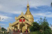 """Une pagode (""""Maha Wizaya"""") aux abords de la grande pagode """"Shwedagon"""""""