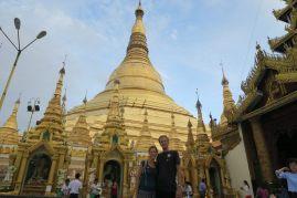 Elise et Julien devant la pagode