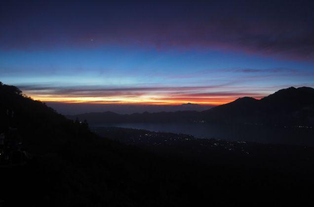 Aurore rougeoyante depuis le Mont Batur