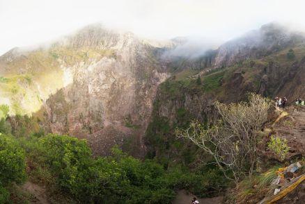 Vue large du cratère du Mont Batur