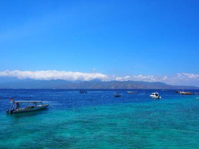 Arrivée à Gili, finalement très proche de l'île de Lombok (qu'on voit ici en photo)