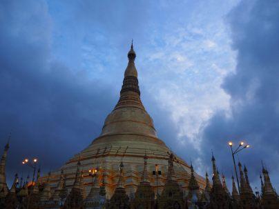 La pagode vue à la tombée du jour