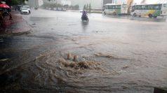 Les pluies diluviennes font déborder les égoûts