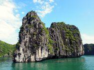 Les pics rocheux de la baie