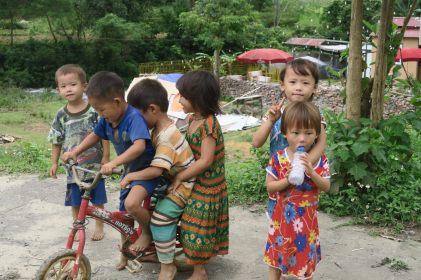 Des enfants lors de notre premier arrêt