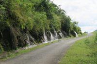 Le long de la route, de nombreuses cascades d'eau