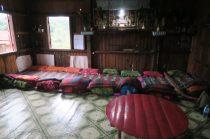 Dans une maison similaire, notre pièce de vie, avec 8 couchettes pour la nuit