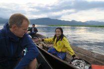 Ballade sur le lac Inle, des locaux vendant des souvenirs