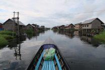 """Un village """"flottant"""" (sur pilotis) dans le lac Inle"""