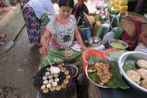 """Petites crêpes préparées au """"marché des 5 jours"""""""