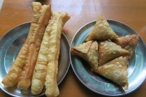 Samusas et beignets pour le petit-déjeuner