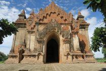 Impressionnante devanture de pagode à Bagan
