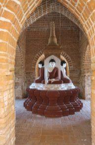 Buddhas à l'intérieur d'une pagode