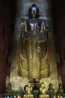 Les impressionants Bouddha à l'intérieur de Ananda Pahto