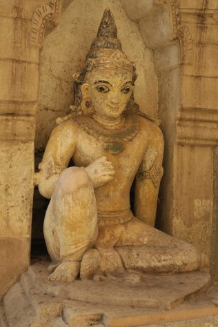 Statue à Ananda Patho