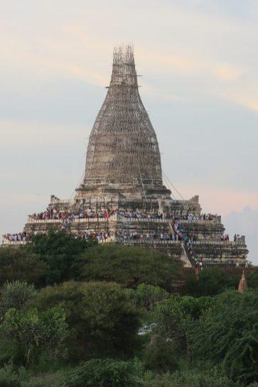Shwesando Pagoda : la pagode la plus connue, prise d'assault pour les levers/couchers du soleil