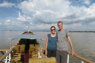 Ju et Li sur le bateau entre Bagan et Mandalay