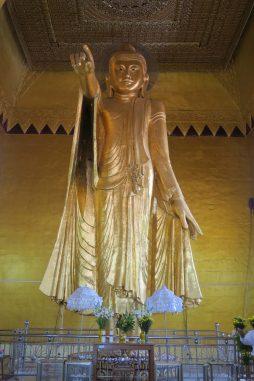 Buddha sur la colline de Mandalay (la légende dit que le buddha montre le palais royal)