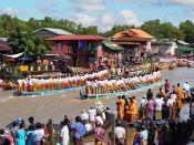 Courses de bateaux lors du festival de Phaung Daw Oo