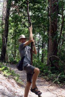Julien se prends pour Tarzan !