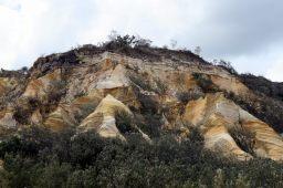 """Vue sur les falaises de sable des """"pinnacles"""" qui offrent une belle palette de couleurs"""