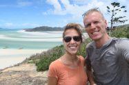 Selfie à Whitehaven Beach (qui se trouve derrière nous)