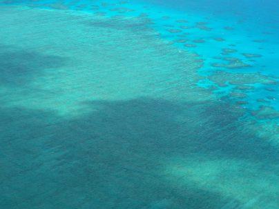 L'ombre des nuages sur la Grande Barrière de Corail
