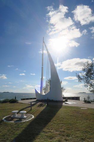 """Le """"Singing Ship Monument"""", érigé en mémoire du premier voyage du Capitaine Cook en Australie"""