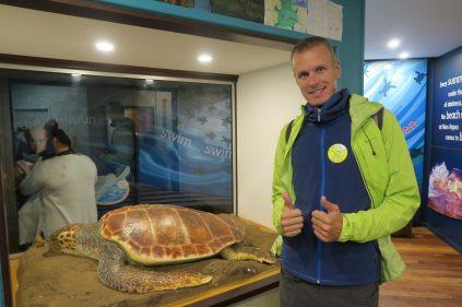 Julien lors de l'observation des tortues