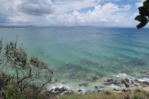 Sufers attendant la vague à Byron Bay