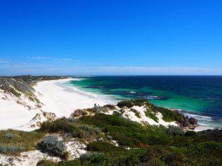 Les couleurs magnifiques de la plage de Sandy Cape