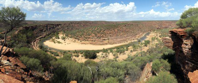 """Panorama des gorges de la rivière Murchinson au point de vue """"Nature's window"""""""